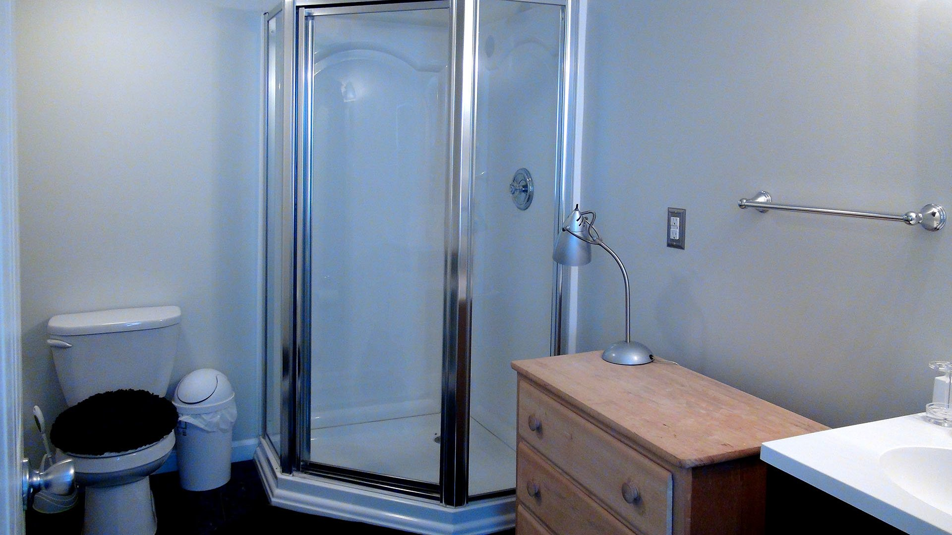 Simpers Retreat House Bathroom 02